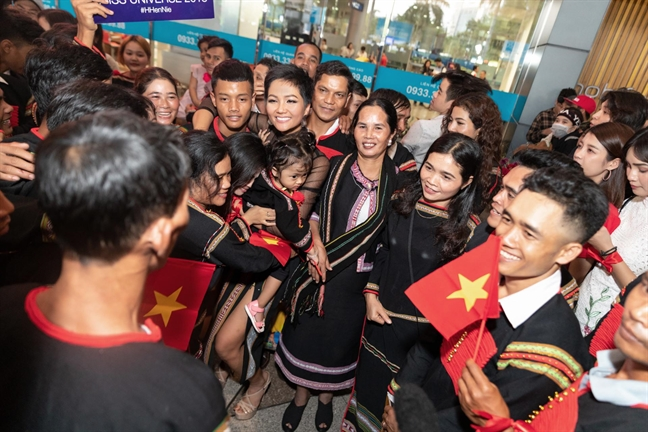 Nhan sac Viet 2018: Chi co 'cham sang' H'Hen Nie tren buc tranh mau xam