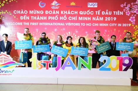 TP.HCM đón những vị khách đầu tiên 'xông đất' năm 2019