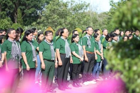 Dâng hương tưởng niệm liệt sĩ hy sinh trong chiến tranh bảo vệ biên giới Tây Nam