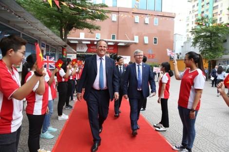 Bộ trưởng Nhà nước Vương quốc Anh khuyên sinh viên Việt Nam phải đi nhiều để thành công
