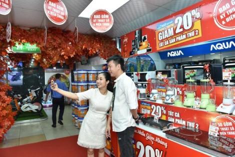 'Bữa tiệc công nghệ' hấp dẫn cho giới mày râu tại Nguyễn Kim