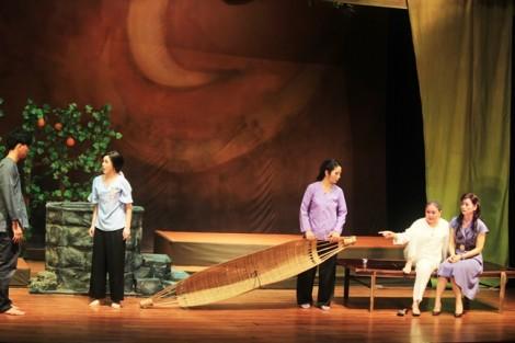 Sân khấu kịch tết: Lại bình mới rượu cũ?