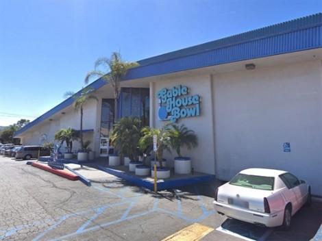 Mỹ truy tìm hung thủ nổ súng tại trung tâm bowling ở California