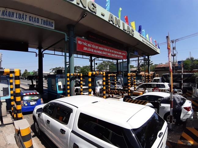 Khong di cau vuot, tai xe van phai dong phi tram BOT An Suong – An Lac?