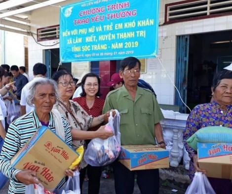 Quận 6: 'Trao yêu thương' đến phụ nữ và trẻ em nghèo tỉnh Sóc Trăng.