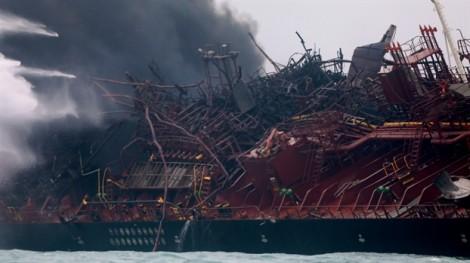 Hong Kong điều thợ lặn tìm 2 thuyền viên Việt Nam mất tích sau vụ cháy tàu