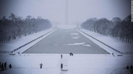 Bão tuyết phủ trắng nhiều nơi ở Mỹ, 7 người thiệt mạng