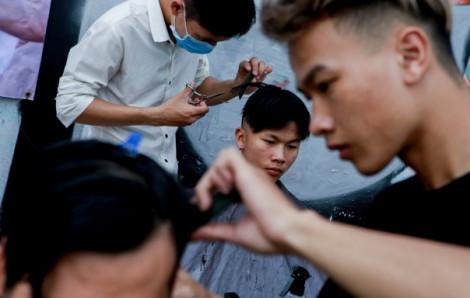 Sài Gòn cắt tóc miễn phí bà con ơi!
