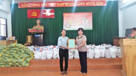 Báo Phụ Nữ trao tặng 100 phần quà tết cho phụ nữ nghèo huyện Cần Giờ