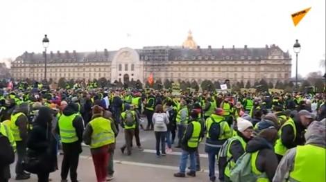 Người biểu tình 'áo vàng' tiếp tục tuần hành tại Paris vào tuần thứ 10 liên tiếp
