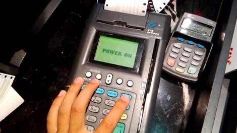 Làm gì để người dân dùng thẻ thay tiền mặt?