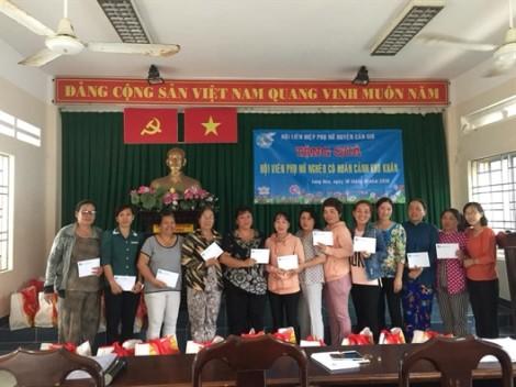 Huyện Cần Giờ: Hàng trăm suất quà tết cho các cụ già và phụ nữ nghèo