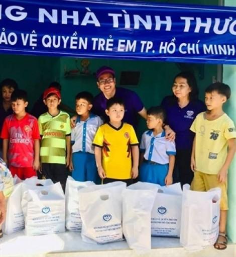 Mang tình xuân đến với phụ nữ và  trẻ em nghèo Bình Thuận
