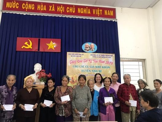 Huyen Nha Be: Mang tet am den voi phu nu ngheo, nguoi gia neo don