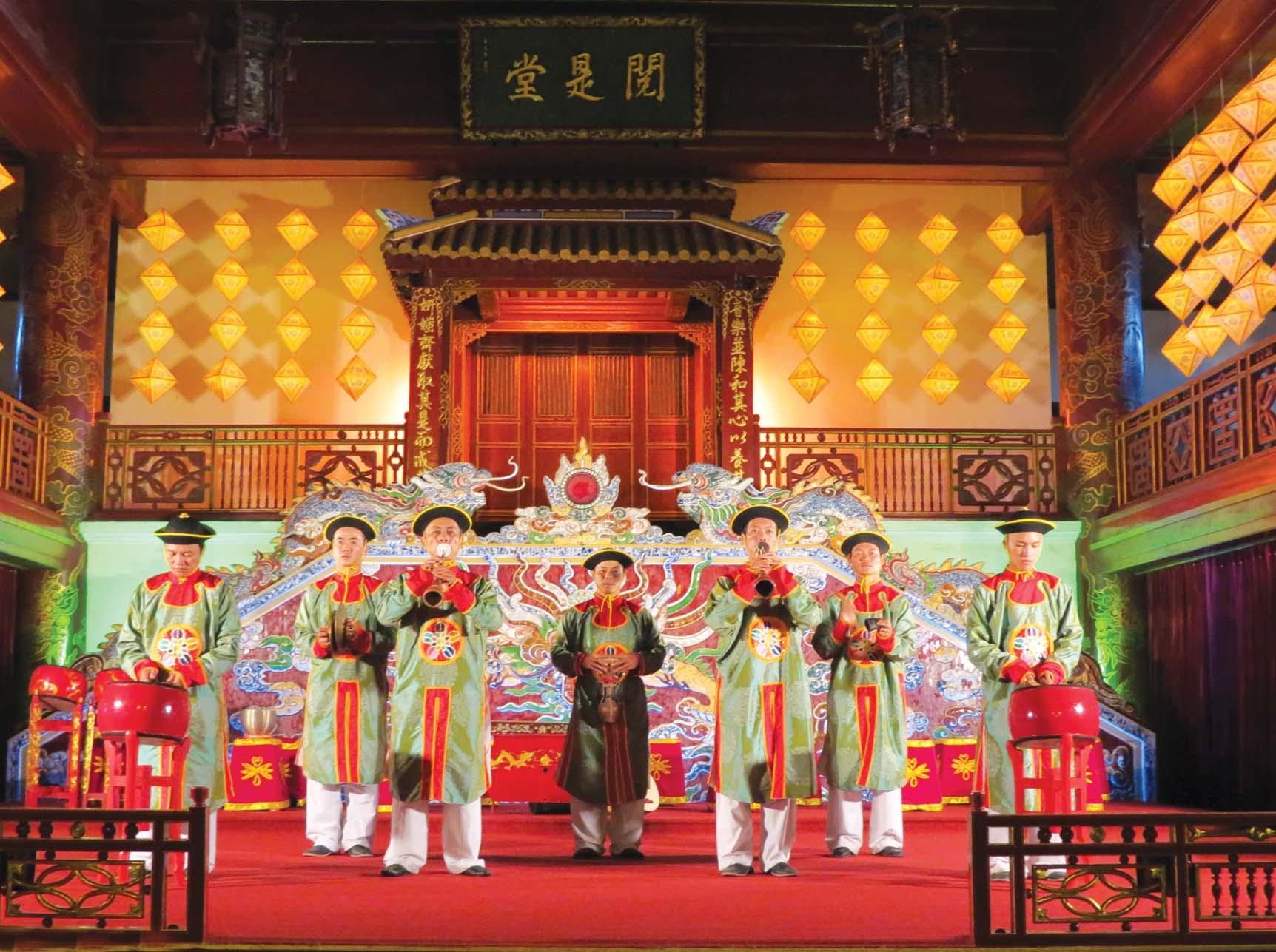 Dàn nhạc Nhã nhạc cung đình Huế biểu diễn tại Nhà hát Nghệ thuật cung đình Huế - ảnh: internet