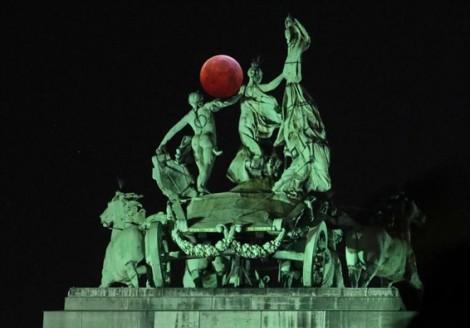 Siêu trăng máu lọt top ảnh ấn tượng nhất trong tuần
