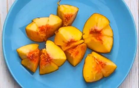 Cách cắt quả đào, lột vỏ cam dễ dàng đẹp mắt