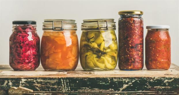 Vi sao nhieu nguoi cam thay kho chiu khi an dua cai chua hay san pham len men?