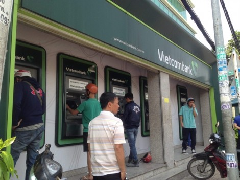 Tái diễn cảnh ATM nuốt thẻ, tắc nghẽn, không rút được tiền ngày giáp tết