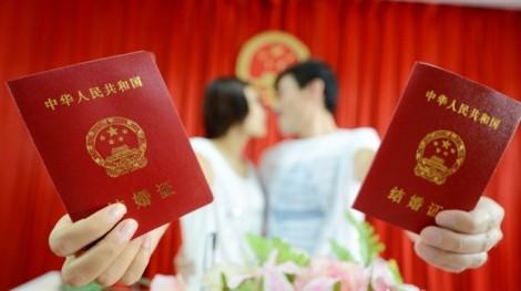 Ấn định 'tiền thách cưới' để giảm áp lực cưới hỏi