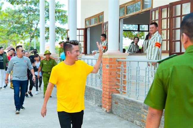 Dam Vinh Hung, Truong Giang, Phi Nhung mung nam moi cung cac pham nhan