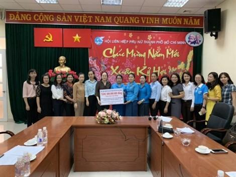 Hội LHPN TP.HCM trao tặng 500 triệu đồng cho Hội LHPN tỉnh Champasak - Lào