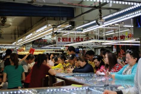 Kinh doanh vàng ngày vía Thần Tài: khách mua sớm, vàng tăng giá sớm