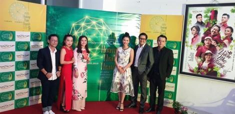 Sân khấu Hoàng Thái Thanh 'mở cửa hàng tạp hóa' mừng sinh nhật
