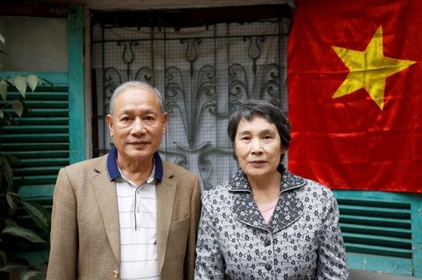 Chuyen tinh cam dong cua cap vo chong Viet Nam-Trieu Tien lot top anh trong tuan