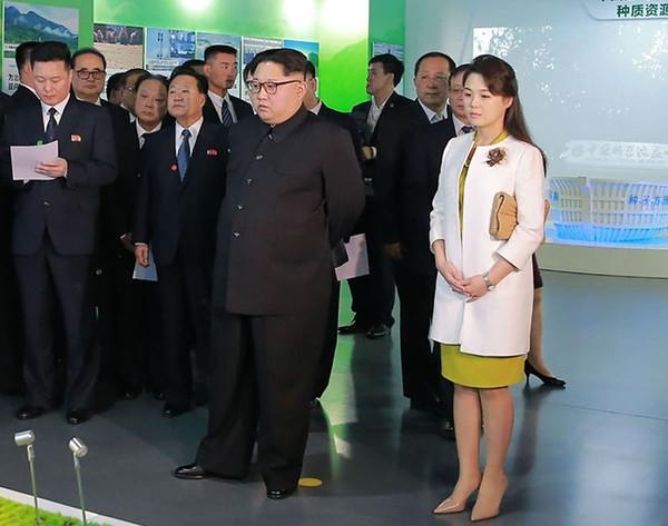 Gu thoi trang thanh lich cua phu nhan chu tich Kim Jong Un