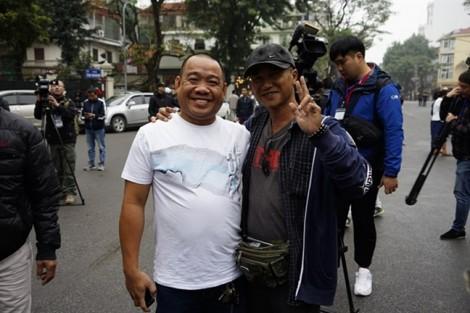 Người dân vượt cả ngàn cây số tới Hà Nội để đón Chủ tịch Kim Jong-un