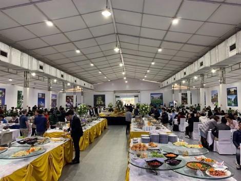 Phóng viên nước ngoài 'choáng ngợp' trước món ăn Việt tại Trung tâm báo chí quốc tế