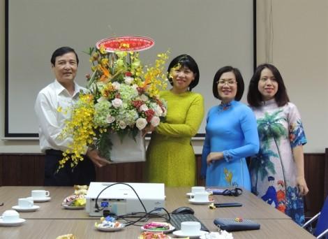 Hội LHPN TP.HCM chúc mừng Ngày Thầy thuốc Việt Nam 27/2