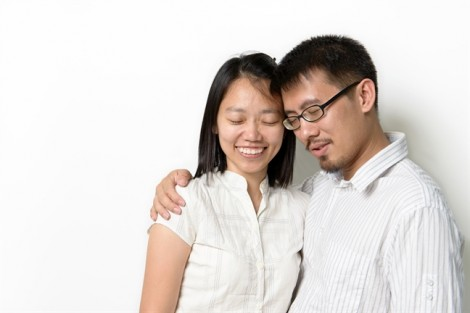 Đàn ông yếu mới 'đội vợ lên đầu'?