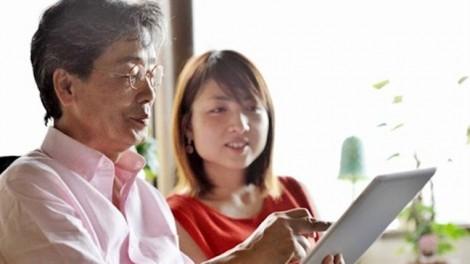 Chồng già thích 'dạy vợ'