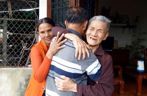 'Liệt sĩ' đưa vợ ngoại quốc về gặp bố mẹ sau 26 năm báo tử