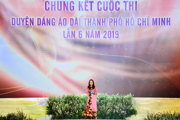 Dem chung ket Hoi thi Duyen dang Ao dai ruc ro va an tuong