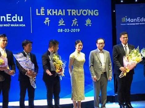 Tập đoàn Vạn Thịnh Phát tặng bảo hiểm y tế cho giáo viên Hoa văn ở TP.HCM