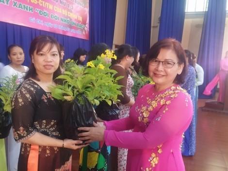 Huyện Củ Chi: Trao tặng 300 cây chuông vàng góp xanh khu phố, ấp