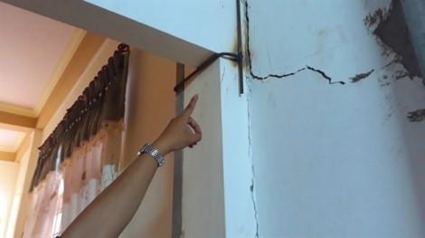 Dân kêu cứu vì sập trần nhà, chủ dự án vẫn cho thi công