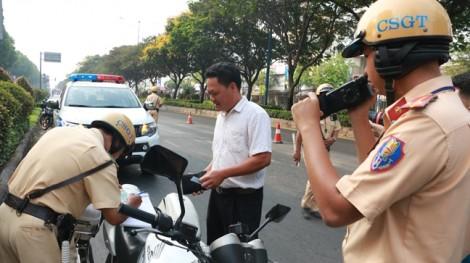 TP.HCM ra quân kiểm tra xử lý tình trạng không thắt dây an toàn trên ô tô