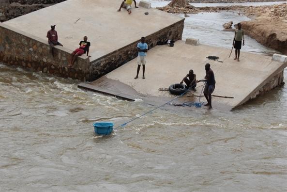 Zimbabwe: It nhat 89 nguoi thiet mang do mua bao