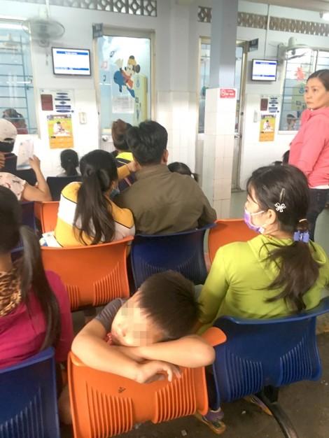 Trẻ theo nhau vào bệnh viện do giải nhiệt sai cách