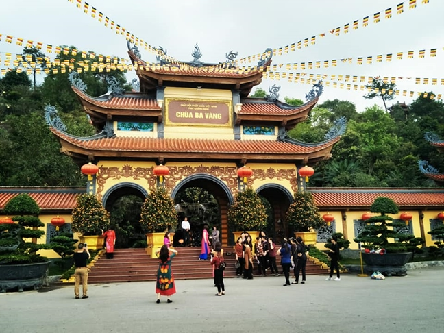 Thanh pho Uong Bi yeu cau chua Ba Vang cham dut hoat dong 'thinh vong', 'giai nghiep'