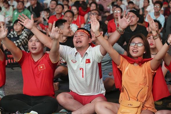 Co dong vien vui tot do khi U23 Viet Nam gianh ve du vong chung ket U23 chau A