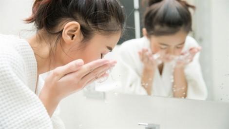 Chăm sóc da mụn theo kiểu của phái đẹp Hàn