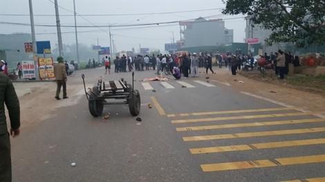 Xe khách đụng chết 7 người đưa tang do sương mù khuất tầm nhìn tài xế