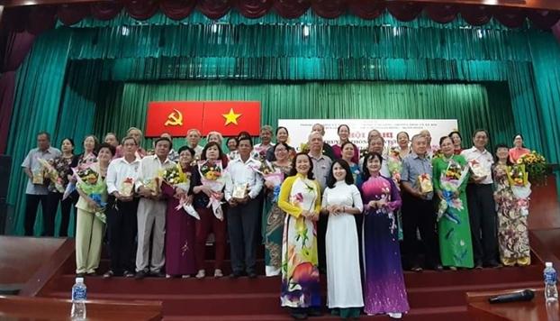 Quan 11: Vinh danh 16 gia dinh cao tuoi tieu bieu hanh phuc