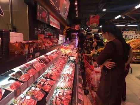 Thịt gia cầm đang tăng giá, người mua săn hàng rẻ ở đâu?