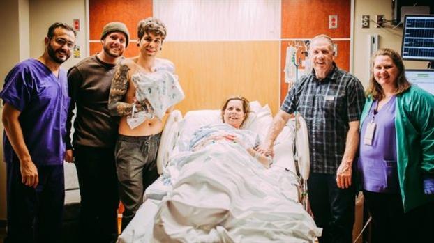 Ba noi 61 tuoi ha sinh chau gai sau khi mang thai ho cho con trai